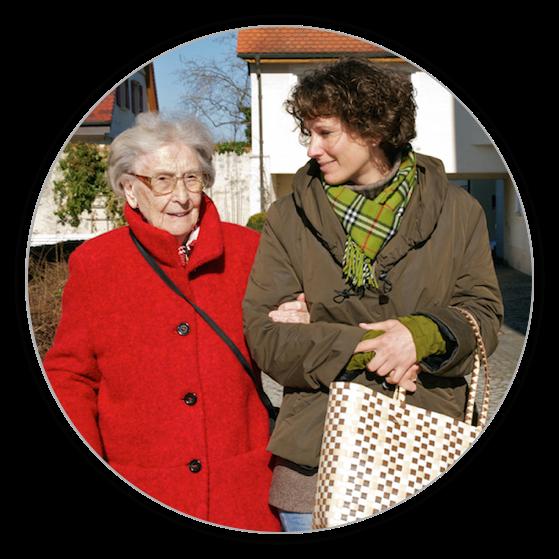 Die Seniorenbetreuung umfass auch das gemeinsame Spaziergänge.