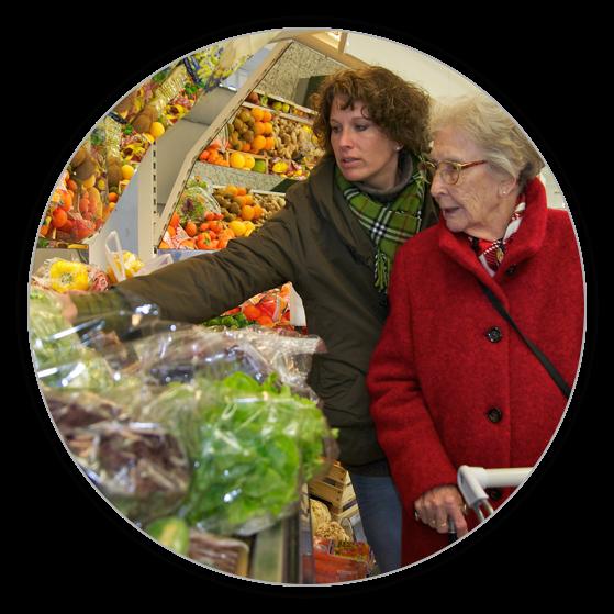 Die Seniorenbetreuung umfass auch das gemeinsame Einkaufen.